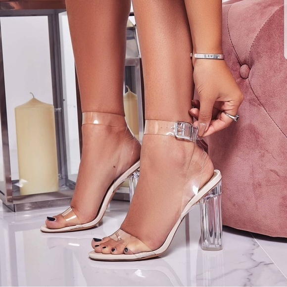 56f6c4d2e93 * LAST ONE SZ 8.5* Kim K Clear Heels NWT Boutique